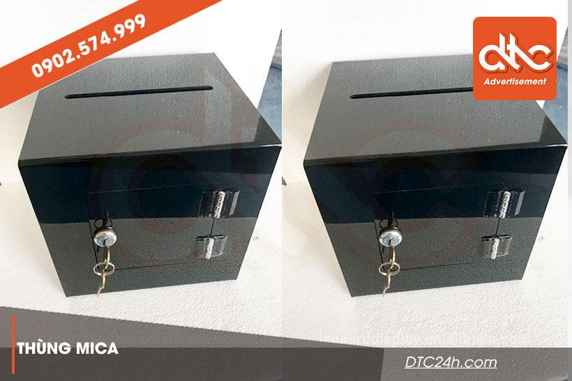 thùng mica mẫu có gắn ổ khóa