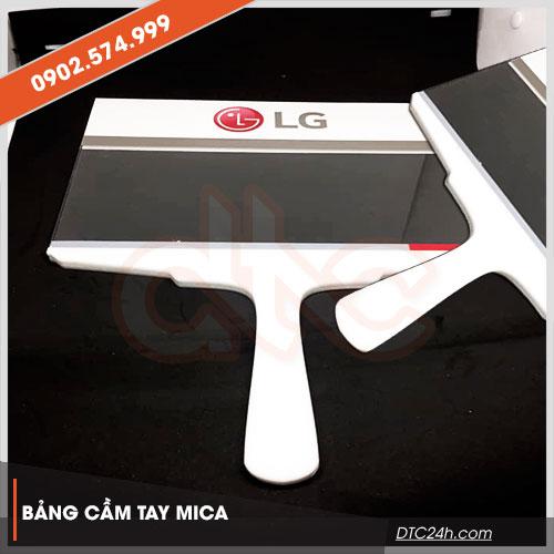 bảng cầm tay bằng mica giá rẻ hcm
