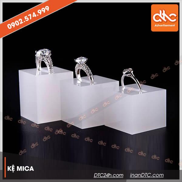 Kệ mica trưng bày trang sức cao cấp 7c