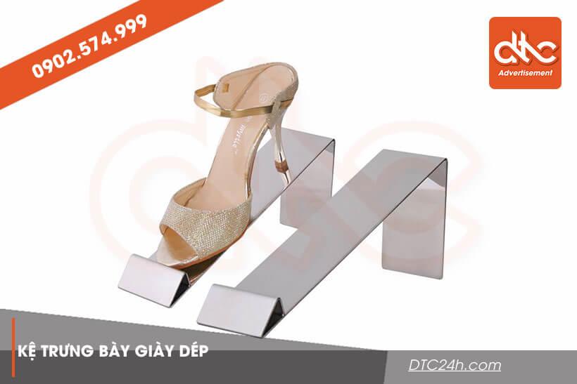 Kệ trưng bày giày dép bằng mica giá rẻ HCM